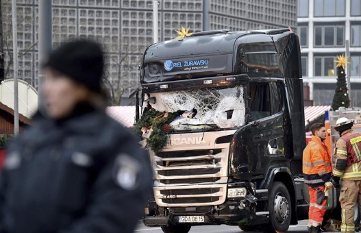 Merkel tildó de ataque terrorista lo ocurrido en Berlín