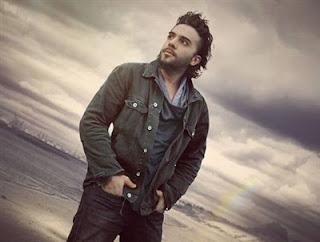İsmail YK'nın yeni albümünde yer alan şarkısı Bir Daha Sevmem sözleri sitemize eklenmiştir.