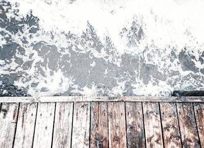 sea, travel, travelling, minimalism, greyscale, grey colors, blog, blogging, lifestyle, first post, minimedge,