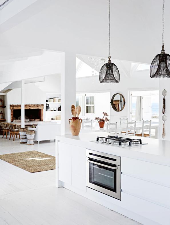 cocina abierta al salon todo en blanco chicanddeco