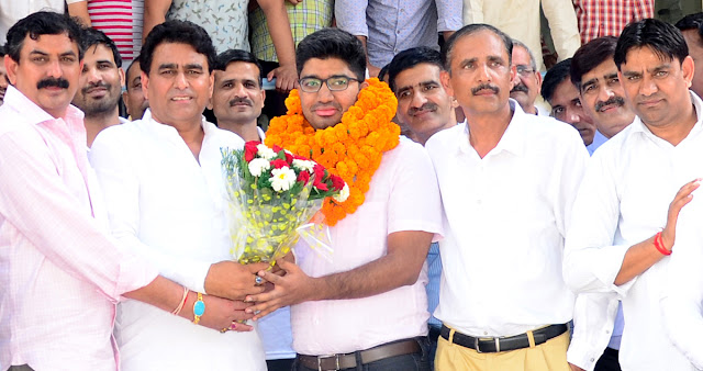 Prashant MLA on Lalit Nagar's office got a warm welcome after passing the UPSC exam