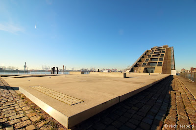 Dockland Hamburg Vorplatz