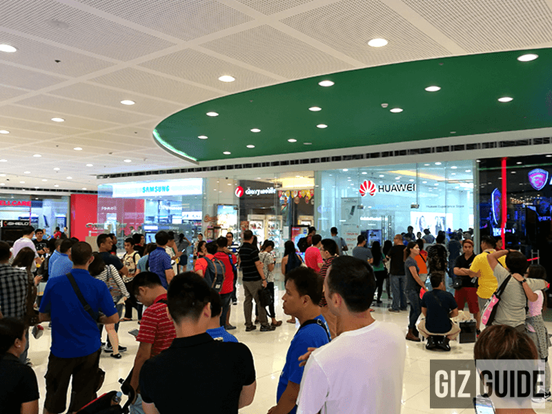 Lone line at the Huawei flagship store for the P9 series trade-in event