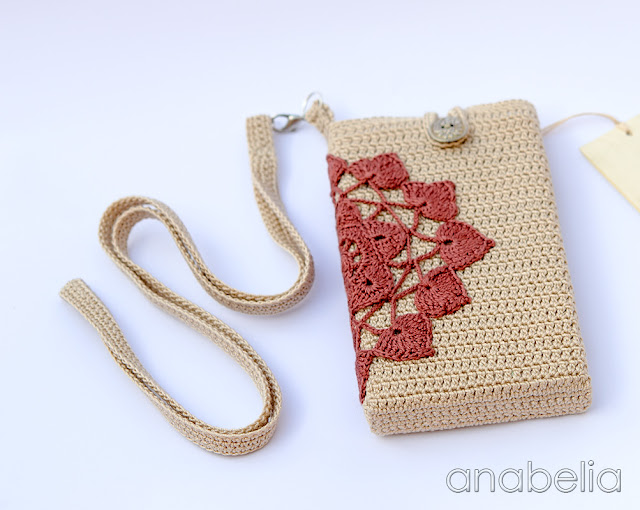 Smart phone crochet case with neckband by Anabelia