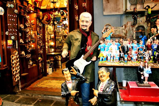 Statue,Pino Daniele, cantante, attori, comici, esposizioni, Spaccanapoli, Napoli