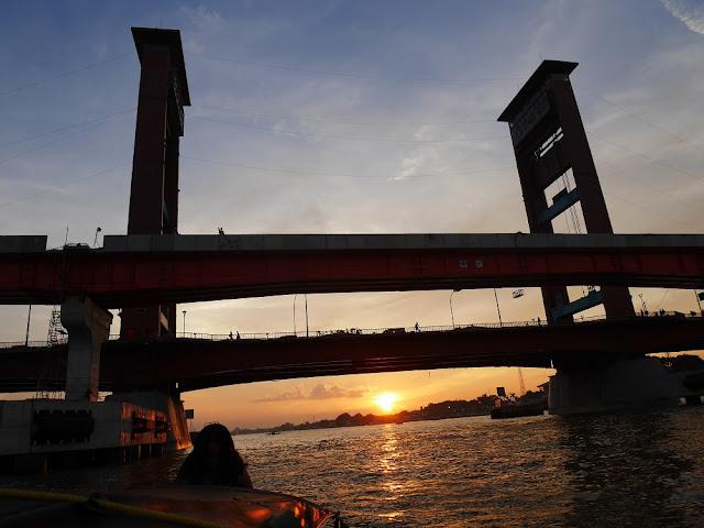 Sunset cantik menyapa kami di Palembang