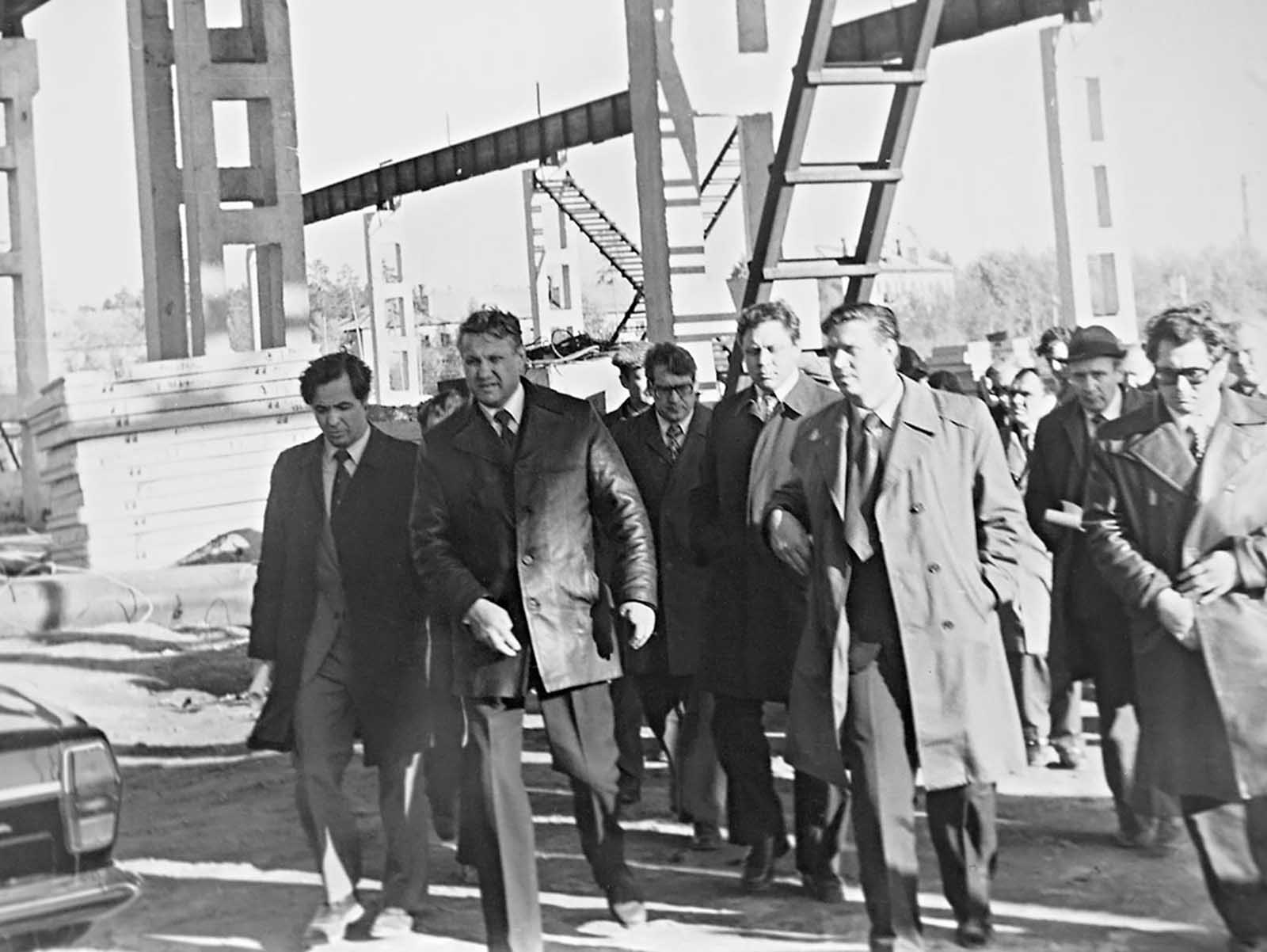 Yeltsin, the first secretary of Yekaterinburg communist party committee, paying a visit to a construction site in 1980.