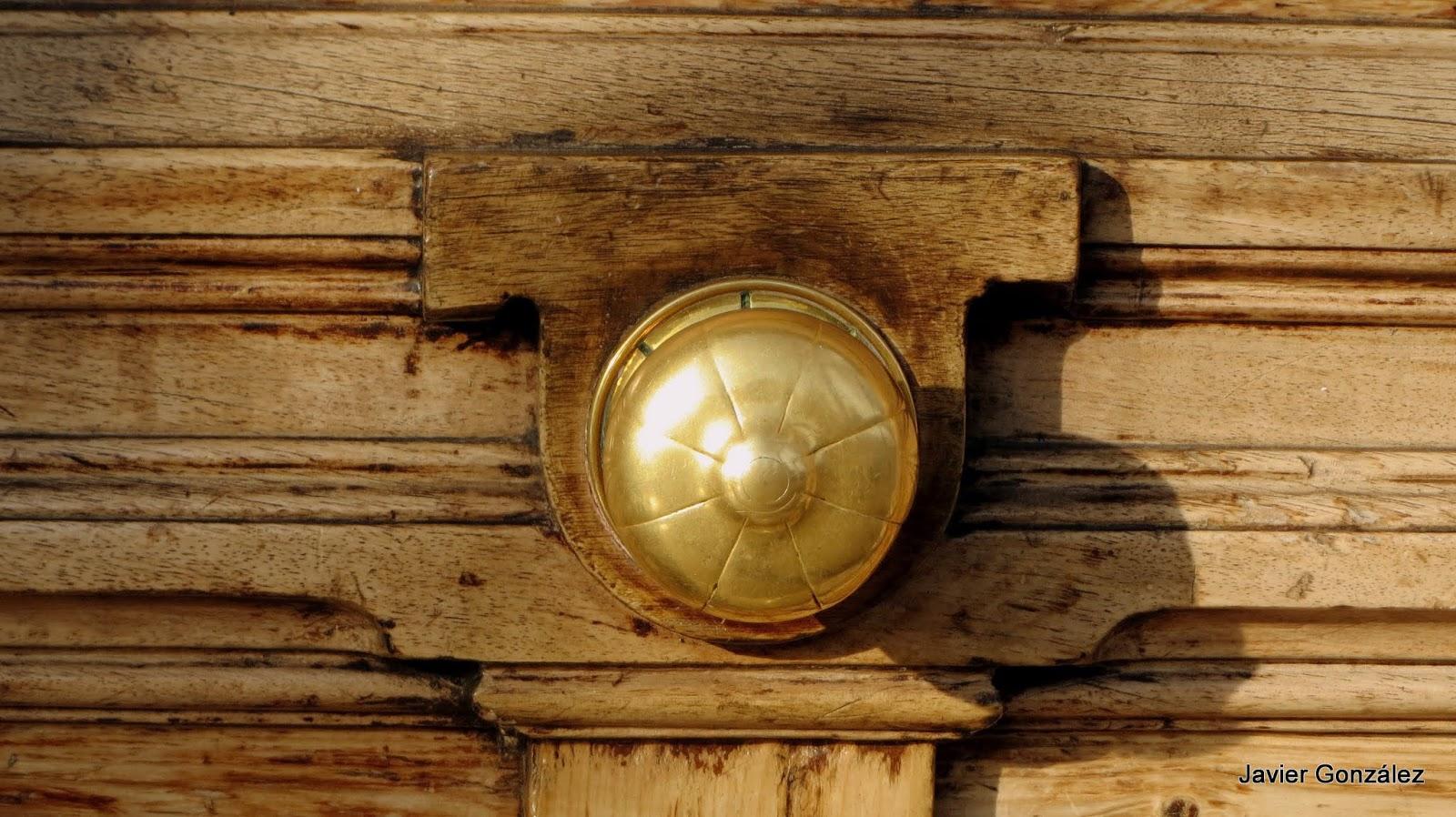 pomos, aldabas, aldabones, llamadores, agarradores, puños, manillas, knobs, knockers, doorknockers, potholders, cuffs, handles