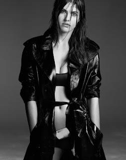 Alexandra Daddario sexy boxer