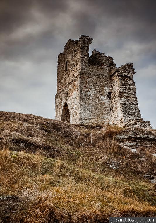 Остатки надвратной башни