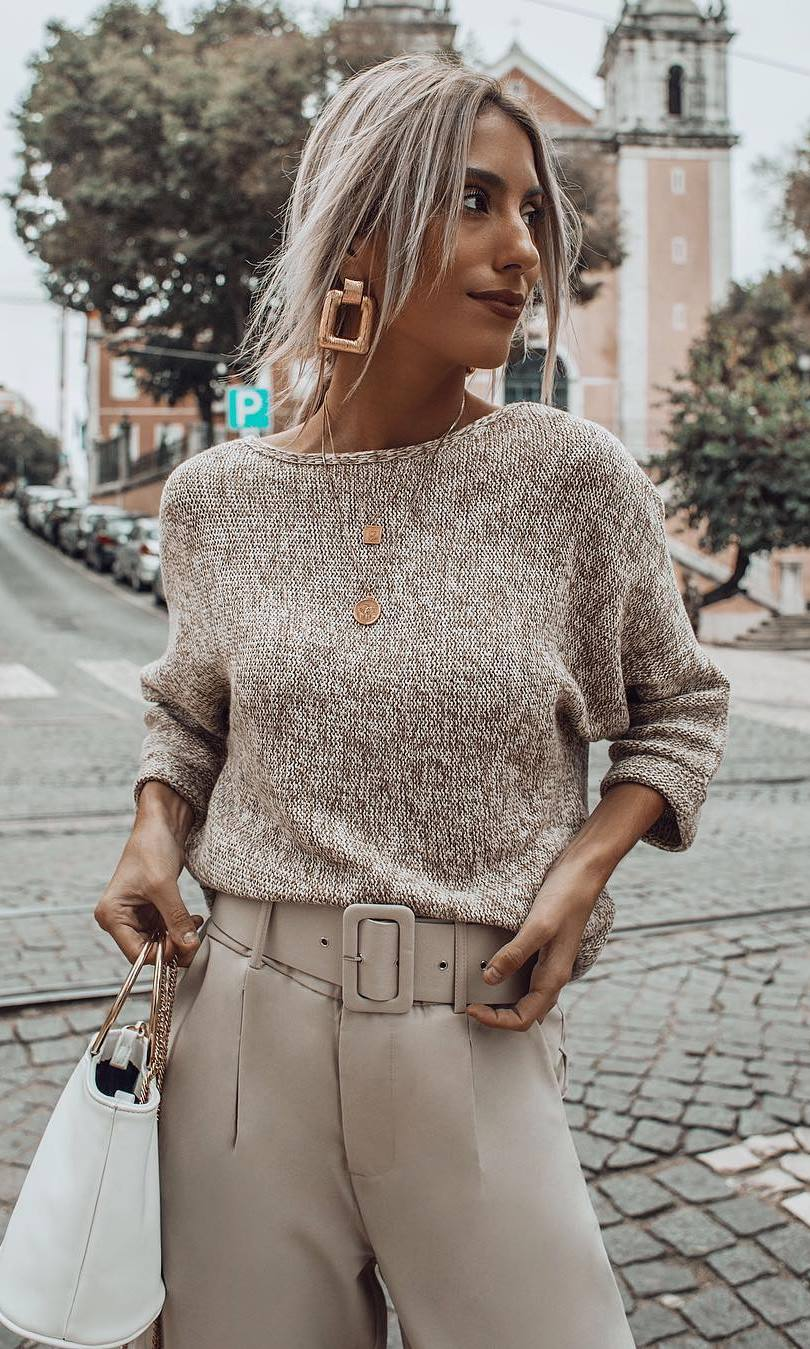 best christmas outfit / sweater + bag + high waist nude pants