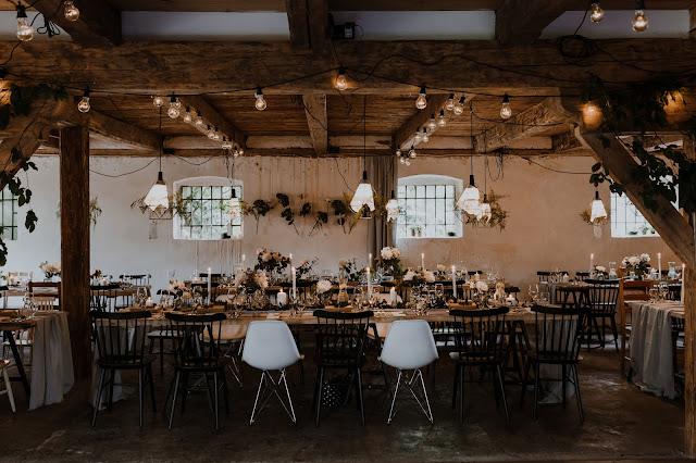 Rustykalne, minimalistyczne wesele w pięknej lokalizacji. Lightsome Studio