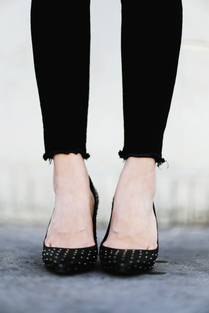 STUDDED PUMPS