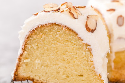Easy Almond   Amaretto Pound Cake