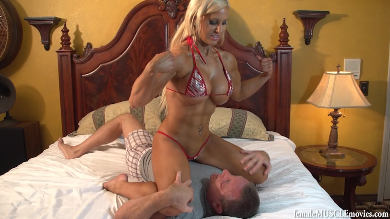 girl dominates Female bodybuilder