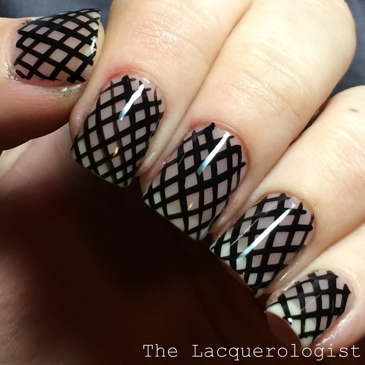 Use mesh to get a classic manicure style! Via