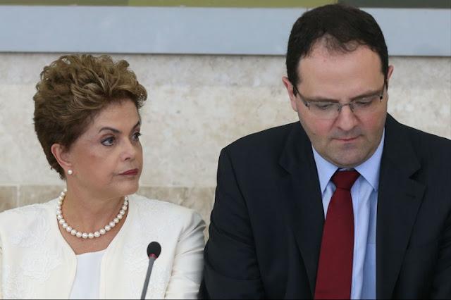 A população envelhece, a taxa de natalidade cai e, com esses argumentos, o governo Dilma Rousseff defende uma reforma da Previdência Social com foco na redução da idade de aposentadoria. Trata-se, no entanto, de um desvio de foco, justificado com projeções atuariais sem base técnica.  Além disso, se a dívida bruta como proporção do PIB explodiu, foi por causa dos juros, não da Previdência, defende o economista Amir Khair, ex-secretário de Finanças da Prefeitura de São Paulo e consultor nas áreas fiscal, orçamentária e tributária, na entrevista a seguir.   CartaCapital: Por que a reforma da Previdência é considerada urgente pelo governo?  Amir Khair: O governo precisa focar o problema mais importante das contas públicas e diz que é o da Previdência, mas não é. Ele está tentando enganar a todos. O problema central das contas públicas, que vem de alguns anos e já foi pior em certos momentos como no governo de Fernando Henrique Cardoso, é o fato de você ter uma conta de juros extremamente elevada no País.  Juros fazem parte da contabilidade pública, da despesa, não são algo apartado do orçamento. Eles são classificados como despesa corrente, do mesmo modo que a despesa de pessoal o é. Em 2015, por exemplo, os juros foram responsáveis por 80% do déficit do setor público. Aqui no Brasil se discute o déficit primário, e não se enfrenta a questão dos juros. O resultado disso é a explosão da dívida bruta como proporção do PIB, por causa da taxa Selic historicamente elevada e dos swaps cambiais, que são outra loucura do Banco Central.  CC: Qual é o papel do BC nessa história?  AK: O grande responsável pela atual situação das contas públicas no Brasil não é o Tesouro Nacional, e sim o Banco Central. Isso não vem sendo discutido porque a mídia interditou o debate sobre a questão fiscal no País. Você dificilmente verá nos meios de comunicação a expressão déficit nominal, que é, em qualquer país, o que mede o déficit, e que consiste no déficit primário mais o déficit com juros.