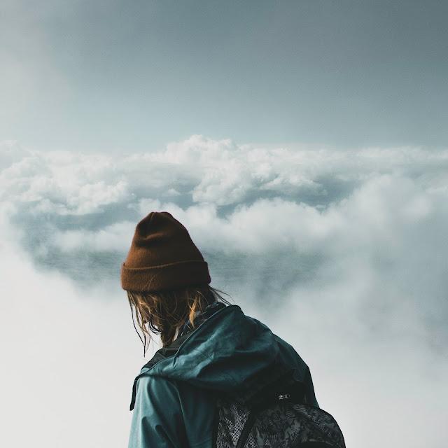 Chica perdida, viajando, superando retos de la vida, motivación e inspiración personal