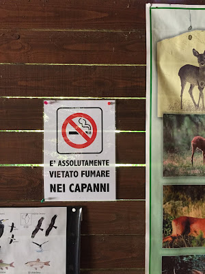 Hunting Hide at Riserva naturale Crava Morozzo (LIPU) - no smoking sign