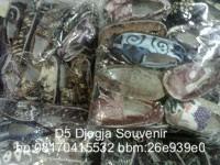 souvenir pernikahan murah, souvenir gantungan kunci sandal selop