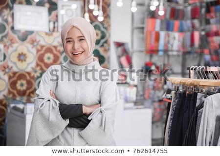 Trend fashion Warna Hijab Syari 2019 Sehingga Terlihat Cantik