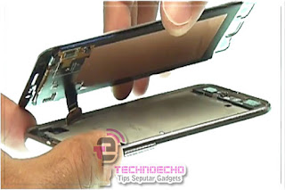 Tentu tidak sedikit pengguna ponsel dengan layar sentuh yang mengalami persoalan pada touch Cara Memperbaiki Layar HP Blank Putih Tanpa Ganti LCD