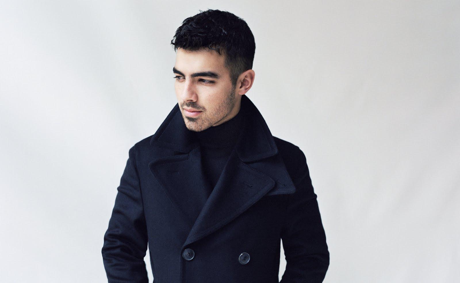 Joe Jonas habla sobre masoquismo, sus fans homosexuales y mucho más