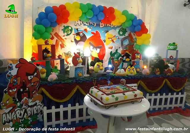 Mesa temática Angry Birds para festa infantil