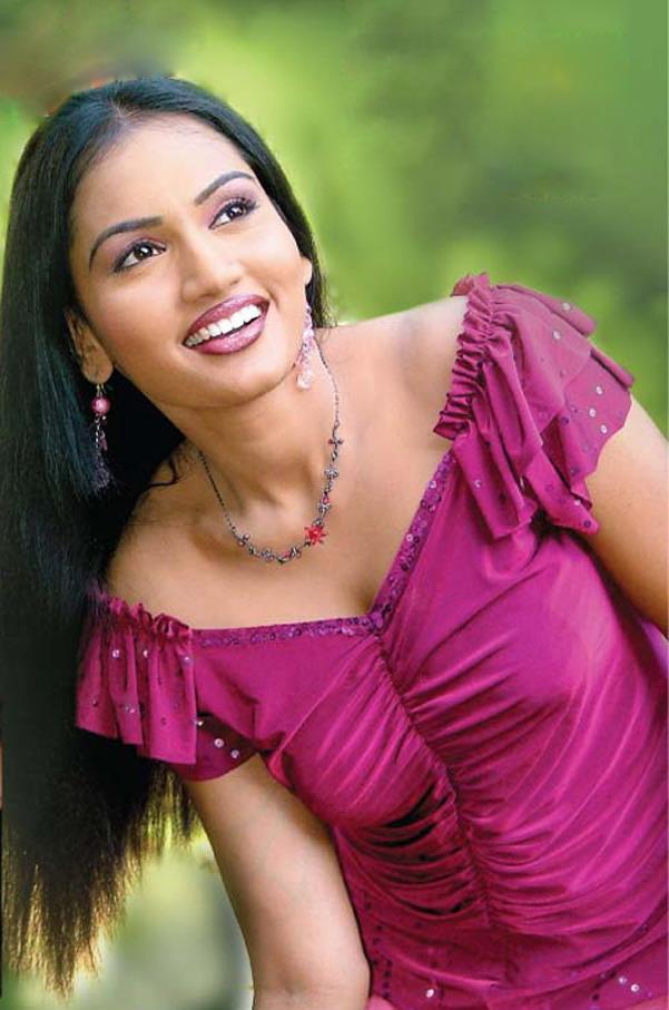 Srilankan Actress: Purnika Peris in a sexy look |Peris