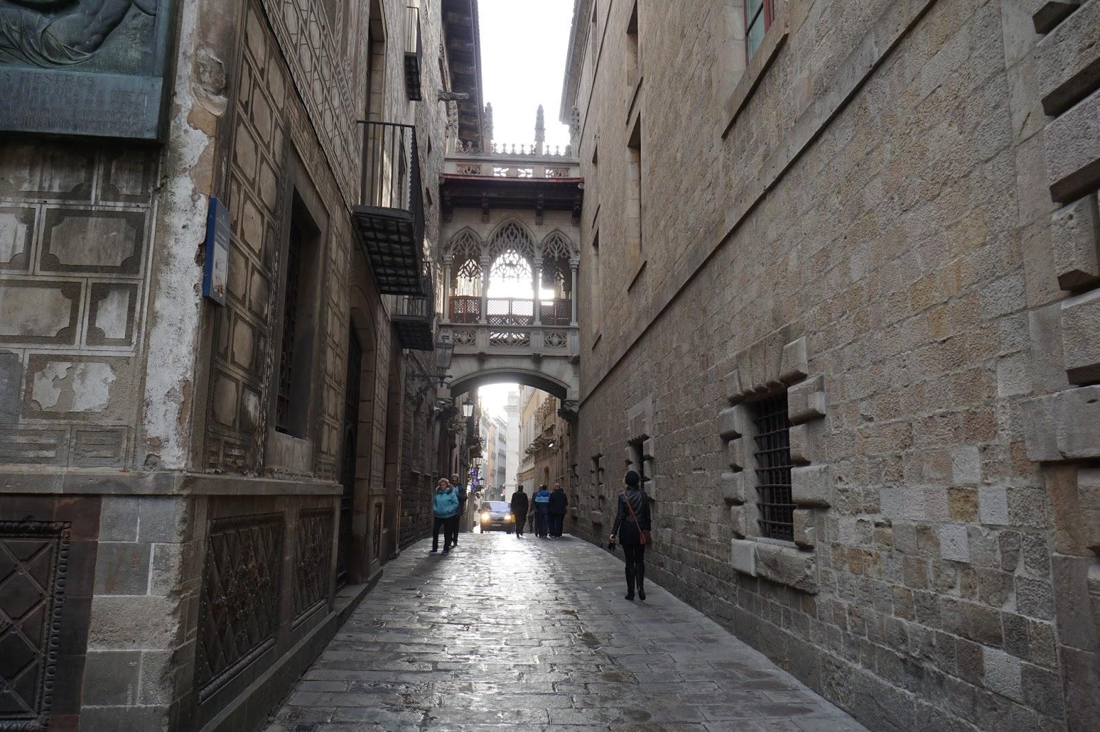 ビズべ通り(Carrer del Bisbe)