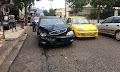 Αγρίνιο: Οδηγός παρέσυρε πεζό και στη συνέχεια προσέκρουσε σε σταθμευμένο αυτοκίνητο (φώτο)