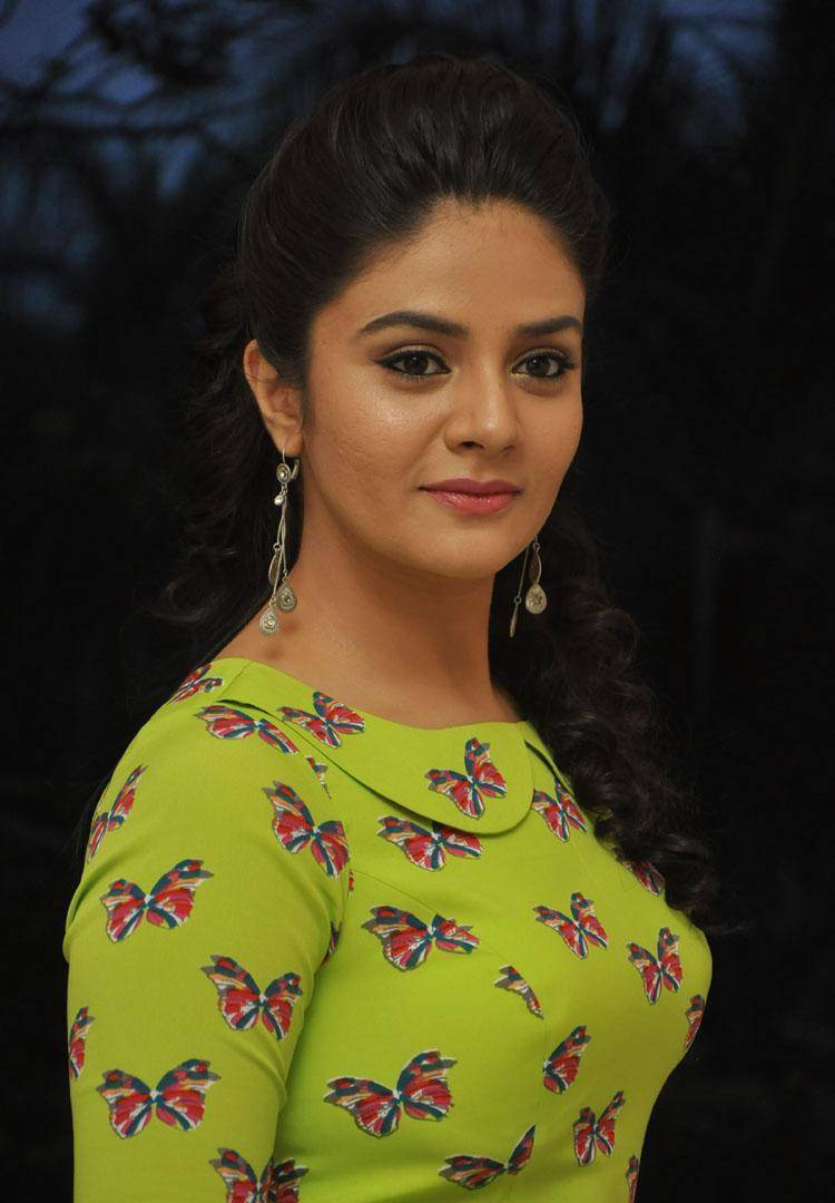 Tollywood Anchor Srimukhi Hot Face Close Up Photos In Green Frock