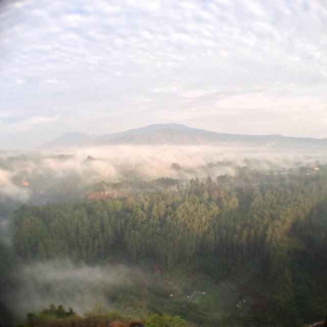 foto indah pemandangan tebing keraton
