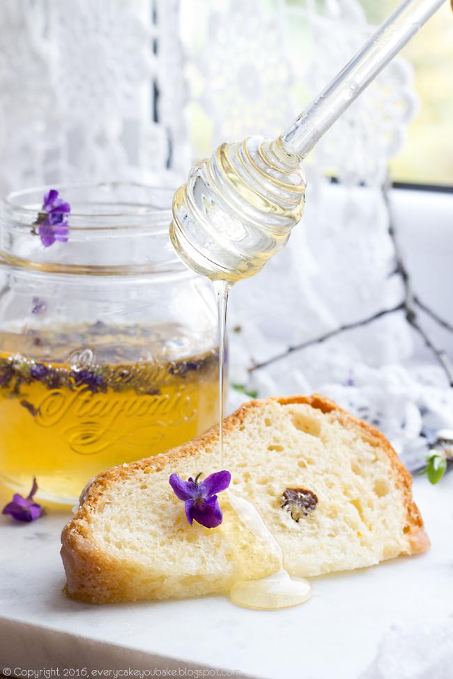 miód fiołkowy aromatyzowany kwiatami fiołka