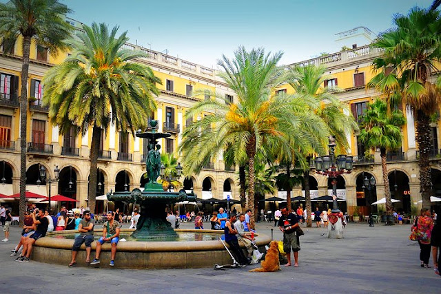 La Rambla: Barcelona's Social Hub