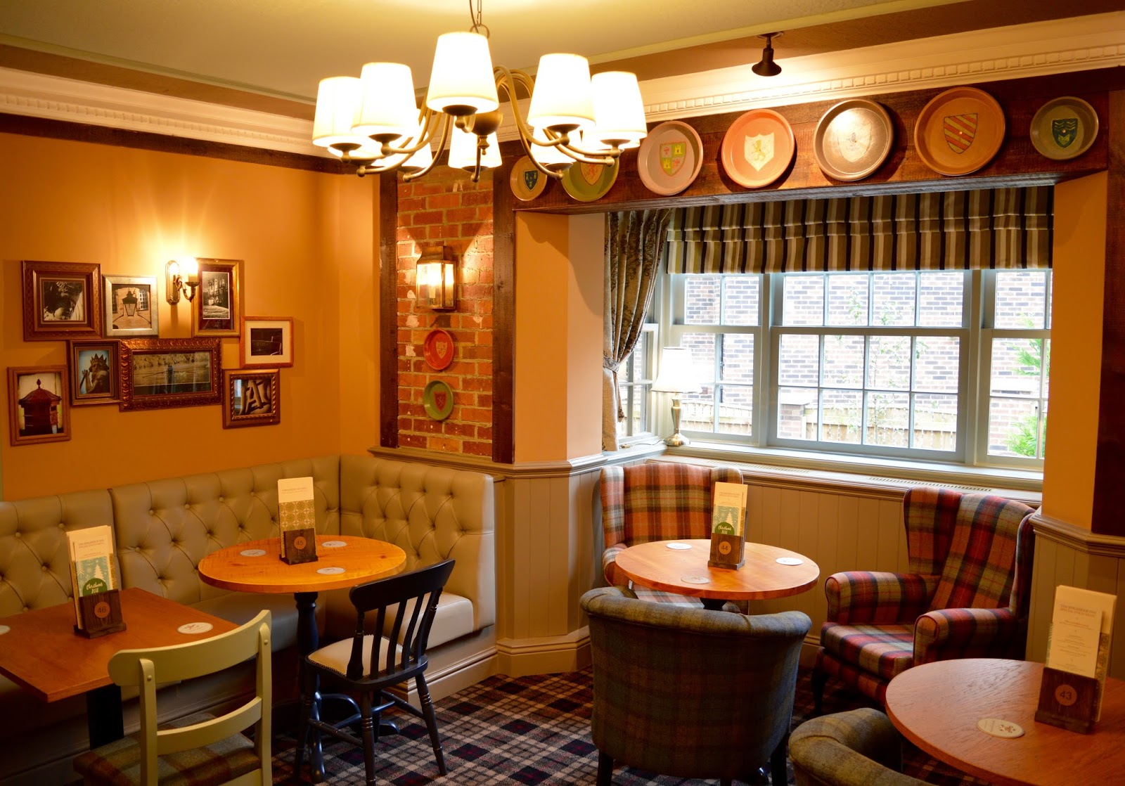 The Kingslodge Inn, Durham   A Review - A lovely budget hotel near the train station and city centre - bar area