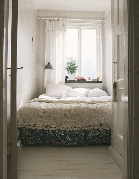 Tiny Bedroom Tour Courtney S Room: Thirteen Tiny Bedroom Inspirations Or Sleeping In The