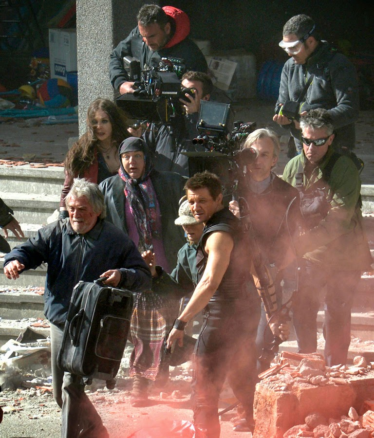 Jeremy Renner şi Elizabeth Olsen la filmările The Avengers 2: Age Of Ultron
