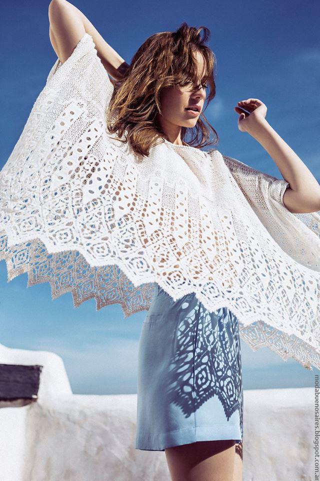 Ponchos ligeros, materiales calados y delicadas texturas, moda primavera verano 2017. Moda 2017.