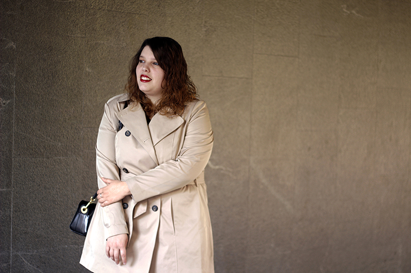 Outfit basico con gabardina beige VI. Look hecho por Almudena Duran Arnaiz