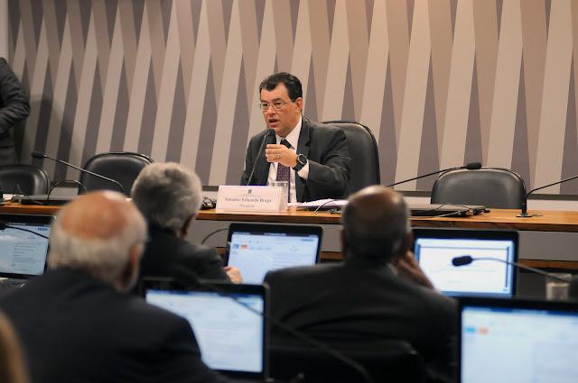 Eduardo Braga defende revisão do modelo de concessão de saneamento e abastecimento de água e esgoto no país