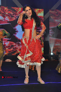 Bollywood Actress Model Sunny Leone Dance Performance in Red Half Saree at Rogue Audio Launch 13 March 2017  0023.jpg