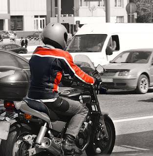 frenar en moto adecuadamente
