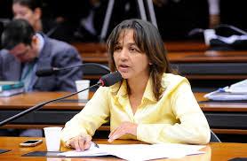 """""""Assembleianos"""" do Maranhão se revoltam, após senadora eleita pela igreja declarar apoio à Haddad"""