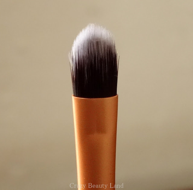 Makeup Tools Review : Real Techniques by Sam & Nic Chapman Core Collection Set - Detailer Brush Review
