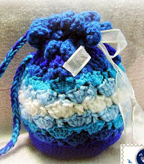 http://translate.googleusercontent.com/translate_c?depth=1&hl=es&rurl=translate.google.es&sl=en&tl=es&u=http://beacrafter.com/crochet-blue-waves-pouch/&usg=ALkJrhgB1TEiotPxDYJMt25W1rWaR90h8w