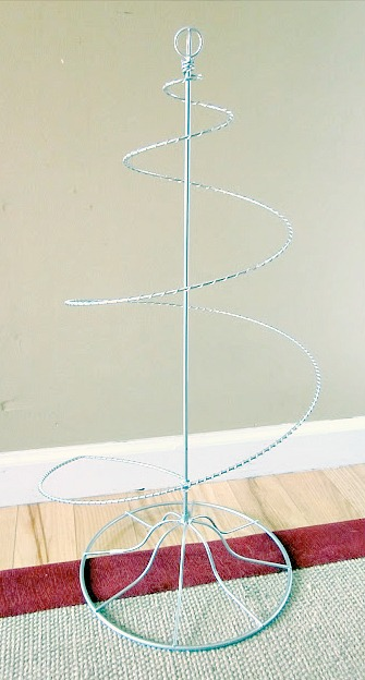 How to Make a DIY Wire Christmas Tree. Homeroad.net