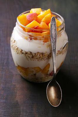 http://easylivingtoday.com/peaches-cream-overnight-oats/