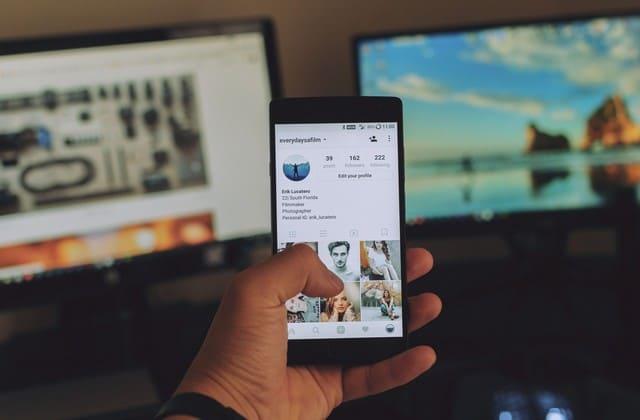 Lakukan update sosial media dengan rutin