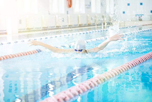 Aprende cómo perder peso nadando